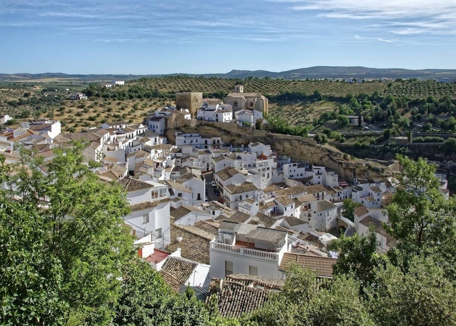 Pueblo blanco en Andalucía, España