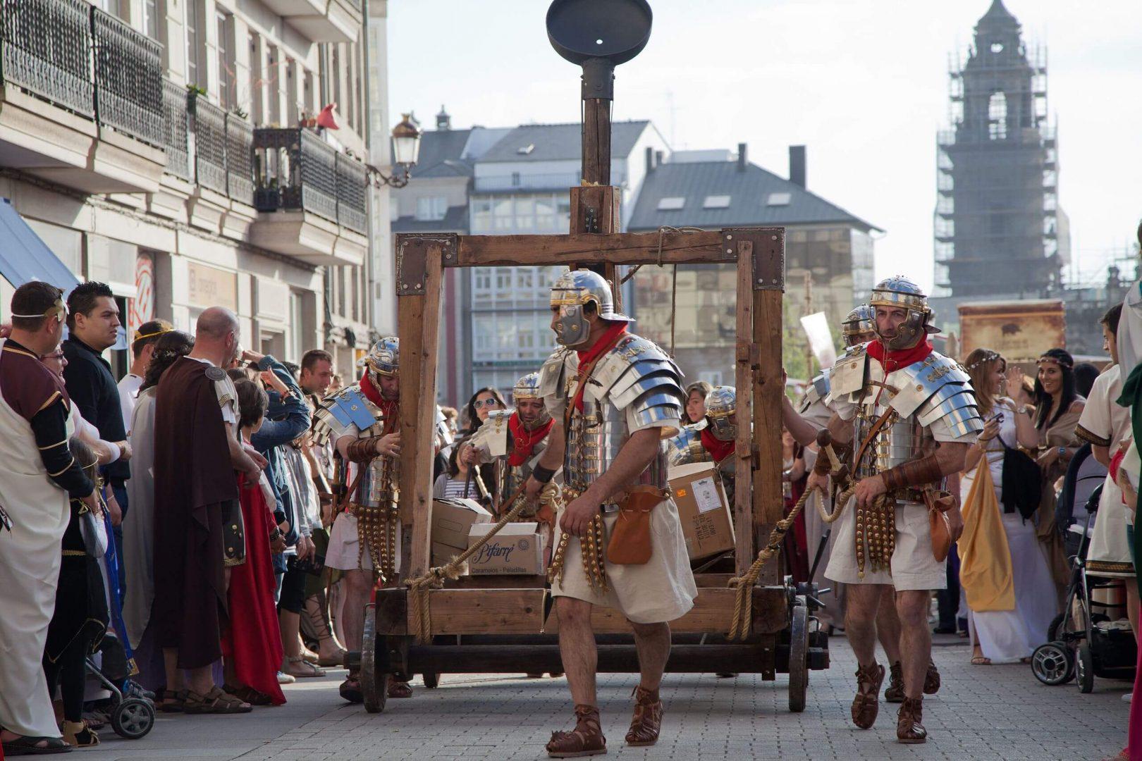 Arde Lucuses es una fiesta que revive el pasado romano y castreño de la ciudad de Lugo y conmemora la fundación de la ciudad.